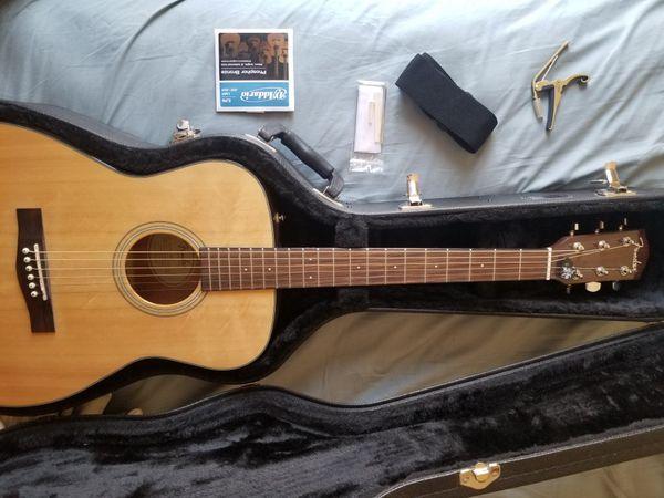 Fender Spruce Folk Guitar plus Road Runner Case