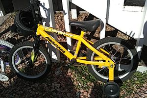 Kids bikes with attached training wheels for Sale in Las Vegas, NV