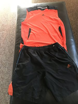 Men's Adidas tank top and shorts size medium for Sale in Wauwatosa, WI