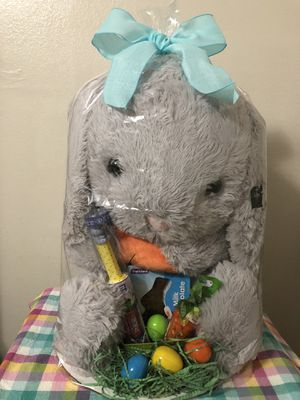 Easter basket with Large plush bunny/canasta con conejo peluche grade for Sale in Laredo, TX