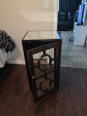 Beautiful antique glass cabinet for Sale in Las Vegas, NV