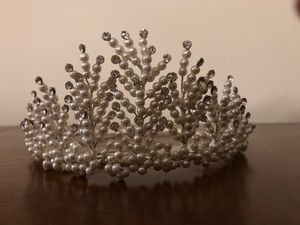 Beautiful faux pearl and crystal tiara/crown. for Sale in Miami, FL