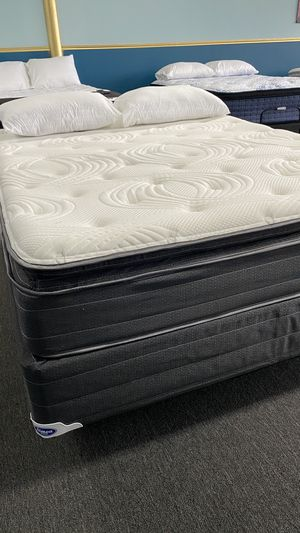 12'' Queen Pillow Top Mattress with Memory foam Pillow top attached 7G7 for Sale in Irving, TX