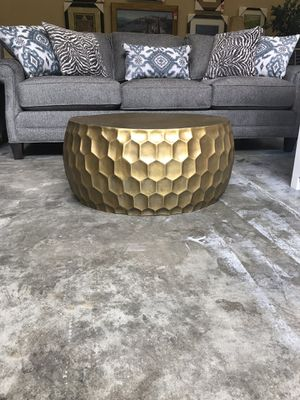 SUPER HEAVY!! UNIQUE COFFEE TABLE!! HIGH END!! for Sale in Woodinville, WA