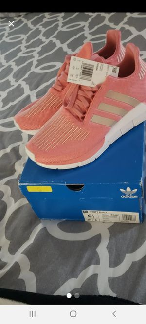 Adidas Swift Run youth size 6.5 NWT for Sale in Kissimmee, FL