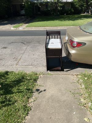 Changing table FREE on curb for Sale in Austin, TX