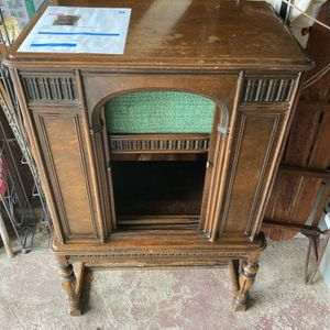 Vintage 1929 Atwater Kent model 55C radio cabinet selling for Sale in Westbury, NY