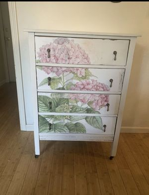 Antique hydrangea dresser for Sale in Puyallup, WA