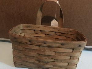 Longaberger Medium Key with Oak Handle Basket for Sale in Canton, MI