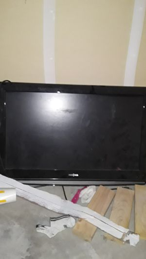 HD TV 40 something inches dont need it anymore just got a new one for Sale in Fresno, CA
