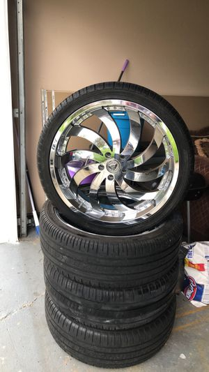 22 Inch Chrome rims with tires for Sale in Sterling Heights, MI