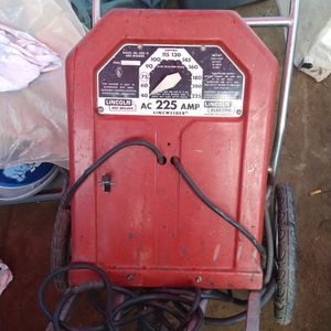 lincoln welder 220 with adapter to 110 for Sale in Fresno, CA