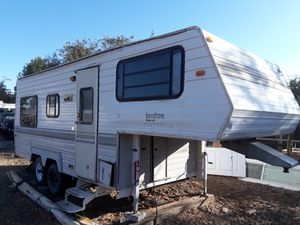 1990 5th Wheel Travel Trailer $1800 for Sale in Lancaster, CA