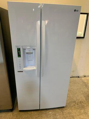 LG side by side refrigerator excellent condition available for pick up or deliver for Sale in Linthicum Heights, MD