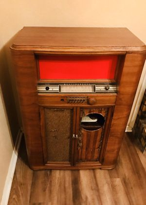 Vintage tube radio/record player for Sale in Red Oak, TX