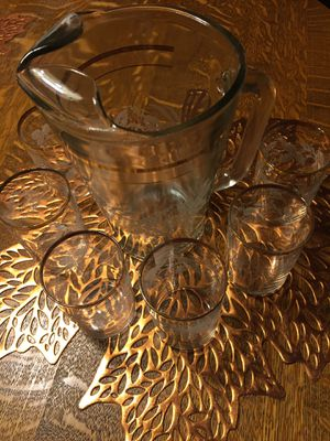 VINTAGE GLASS PICHER/6 GLASSES FROSTED for Sale in Scappoose, OR