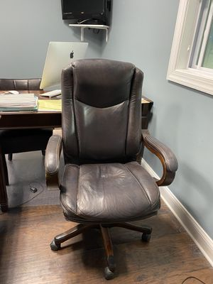 Comfy desk chair for Sale in Marlboro Township, NJ