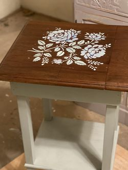 Shabby- Chic Accent Table for Sale in Lynnwood,  WA
