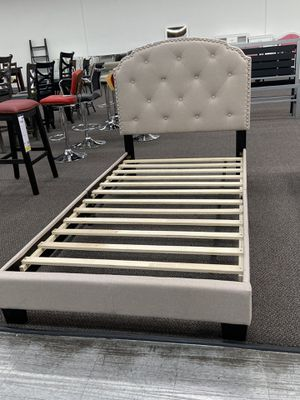 Cama disponible for Sale in Lynwood, CA