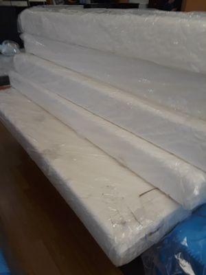 Beautiful memory foam mattress for Sale in Santa Monica, CA