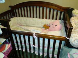 Crib mattress and changing table and pad, only$50. OBO crib, and changing table for Sale in Riverside, CA