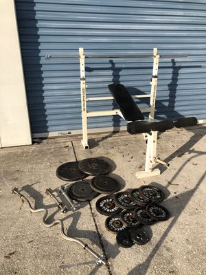 Bench with 215 lbs of weights and bars! for Sale in Oviedo, FL