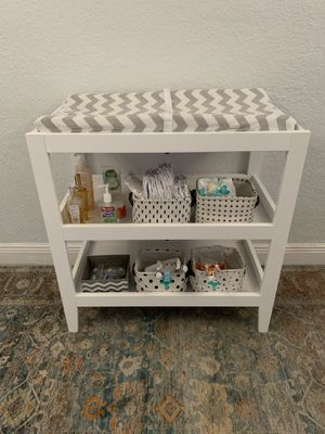 Carter's by DaVinci Colby Changing Table for Sale in Hialeah, FL