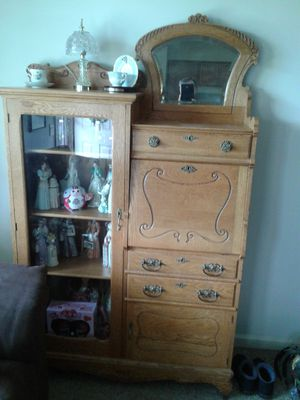 Antique Sid by Side Curio Cabinet for Sale in Columbus, OH