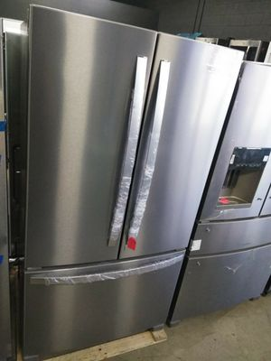 WHIRLPOOL STAINLESS STEEL FRENCH DOOR REFRIGERATOR OPEN BOX ITEM for Sale in Chino Hills, CA