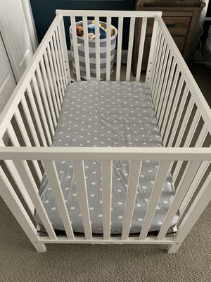 Baby crib with all accessories for Sale in Chicago, IL