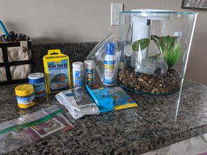 2.5 gal aquarium and accessories for Sale in Eagle, ID