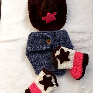Crochet baby Cowgirl Outfit. for Sale in Fort Worth, TX
