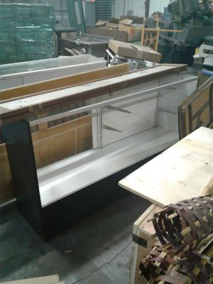 2 display cases 5 and 6 ft for Sale in Orlando, FL