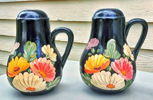 Ransburg Ransbottom daisy floral black kitchen Range salt and pepper shakers S&P for Sale in Saginaw, MI