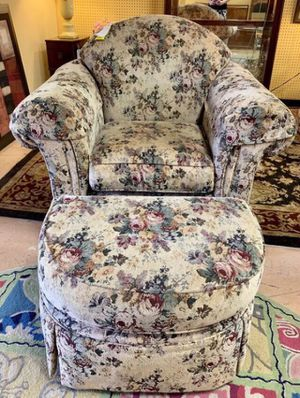 Comfy Floral Chair w Ottoman for Sale in Lehighton, PA