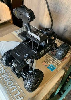 Brand new in box 1:18 Scale RC radio remote control diecast metal body truck off-road car hill climber with rechargeable battery for Sale in El Monte,  CA