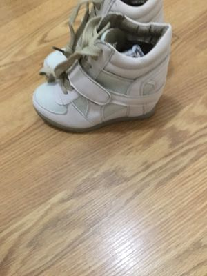 Girl boots color beige ( 10 ) new for Sale in Downey, CA