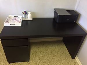 Desk and office chair for Sale in Boynton Beach, FL