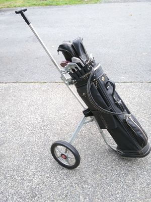 Like new Wilson complete wilson golf set 1971 'wilson pro bag +imperial industructable speed cart for Sale in Everett, WA