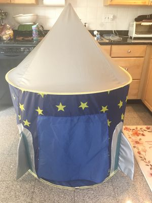 Toddler rocket pop-up tent for Sale in Silver Spring, MD