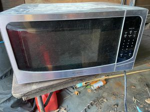 Frigidaire microwave 1000 watts for Sale in Barrington, NJ