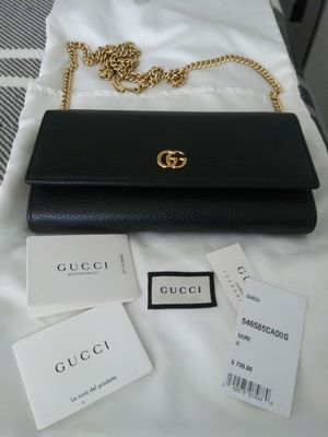 Authentic GUCCI WALLET WITH CHAIN for Sale in San Fernando, CA