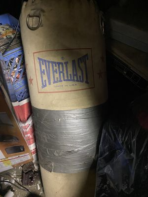 Everlast punching bag for Sale in Pico Rivera, CA