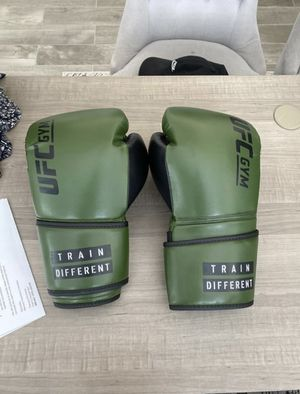 UFC Boxing Gloves 14oz for Sale in Westminster, CA