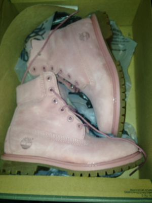 Sz 6 women timberland (pink) for Sale in Tampa, FL