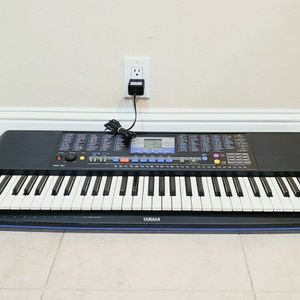 Yamaha PSR-190 61-Key Piano Keyboard with Music Rest & Power Cord for Sale in San Leandro, CA