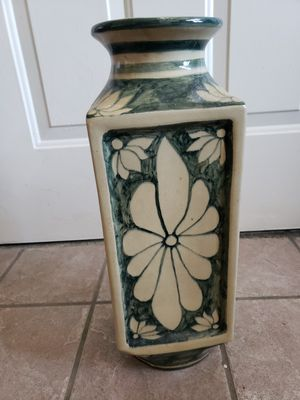 Large flower vase for Sale in Hudson, CO