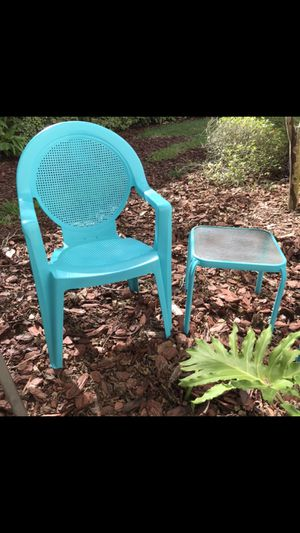 Plastic lawn chair with Table teal turquoise blue for Sale in Jacksonville, FL