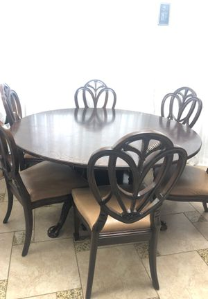Wooden Round table with 6 chairs for Sale in Apple Valley, CA