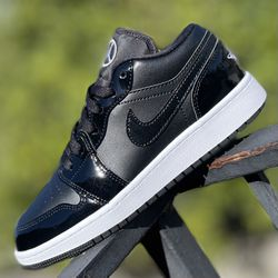 ALL STAR CARBON JORDAN 1 LOW SIZES 5Y / 7Y AND MENS 9 NEW IN BOX NEVER USED for Sale in Buena Park,  CA